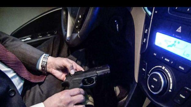 Panista propone legalizar la portación de armas