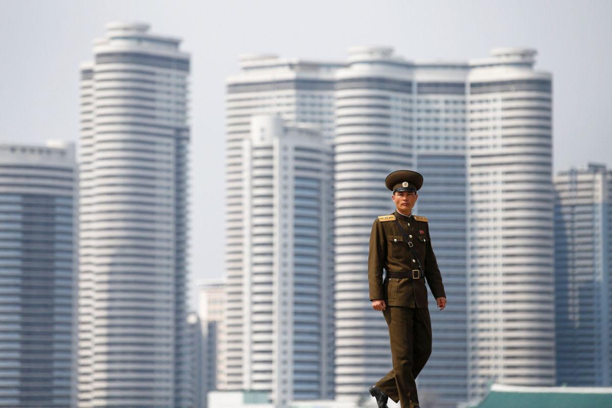 Pence llega a Seúl en momentos de máxima tensión con Pyongyang