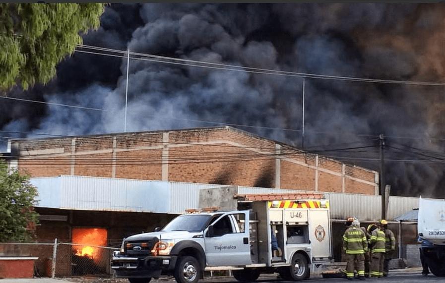 #Video Incendio en fábrica de plásticos en Tlajomulco
