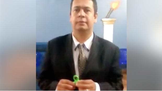 Pastor cristiano explica por qué el spinner es un juguete satánico