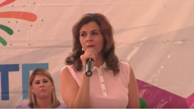 Primera dama y presidenta honoraria del DIF compara a estudiantes con sicarios