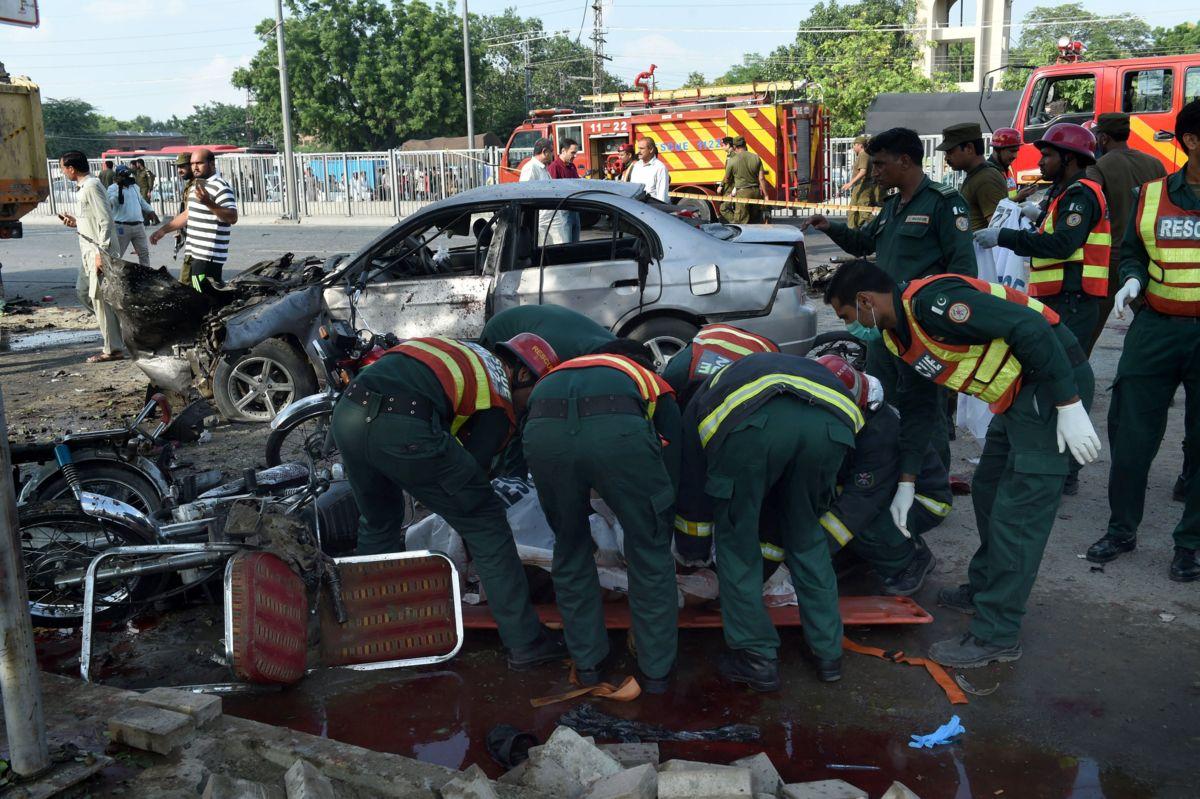 Pakistán: 25 muertos y 40 heridos tras atentado suicida en Lahore