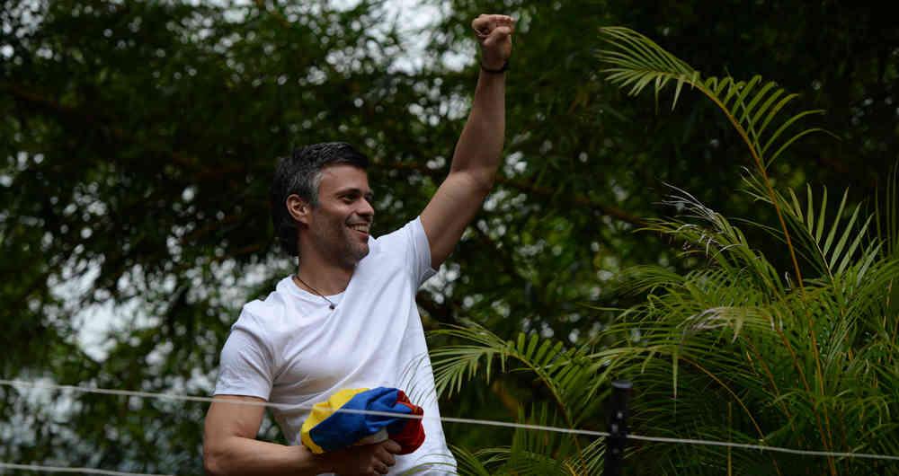 El opositor Leopoldo López da a conocer que su esposa está embarazada