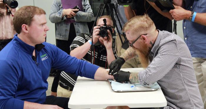 Empresa de Estados Unidos implanta microchips a sus empleados