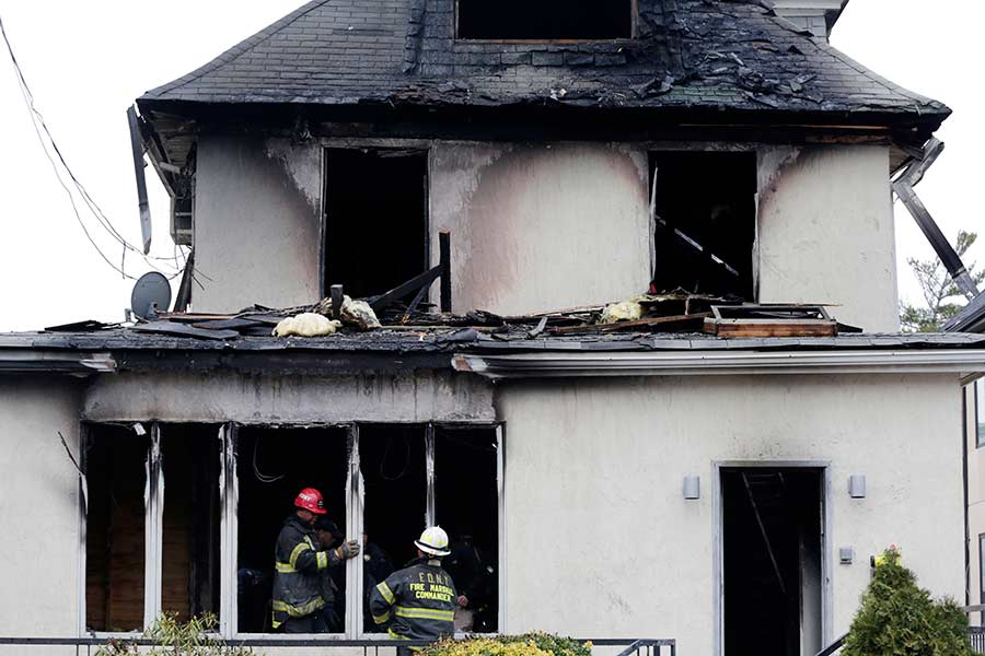 Incendio en una casa deja tres niños muertos