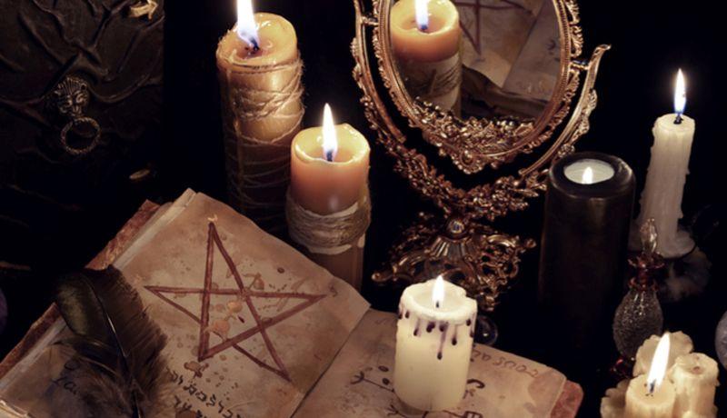 Se suicidan turistas en ritual satánico