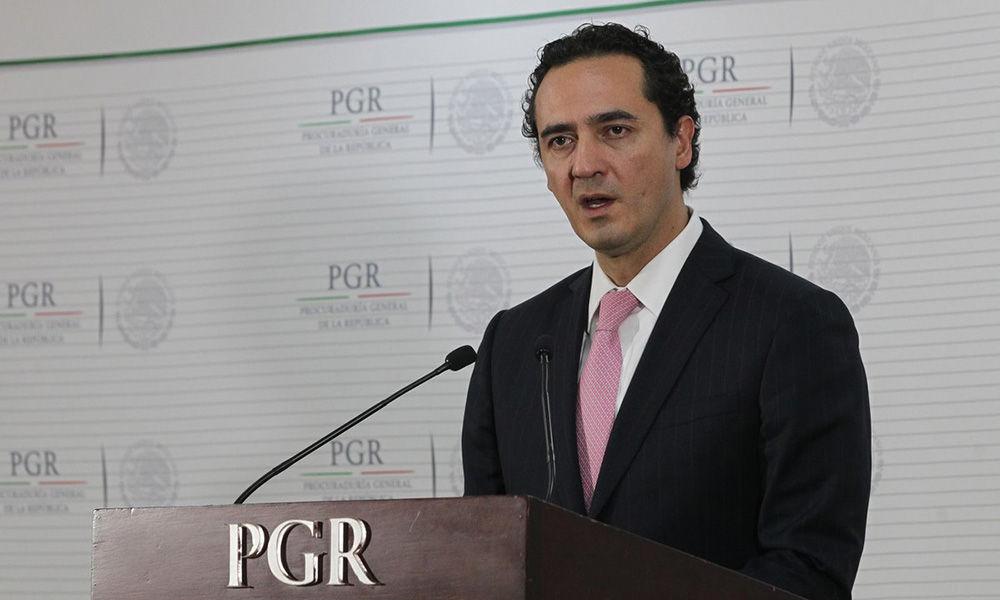 Por filtración, Federico Döring denuncia a titular de PGR... ante PGR