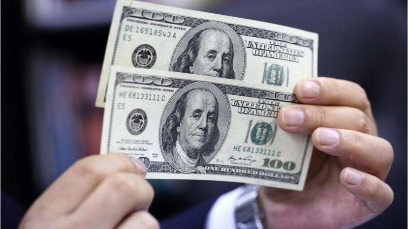 El peso cae ante fortaleza global de dólar e incertidumbre electoral