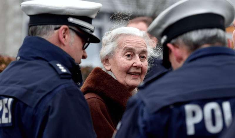 Detienen a la 'abuela nazi', condenada por negar el Holocausto