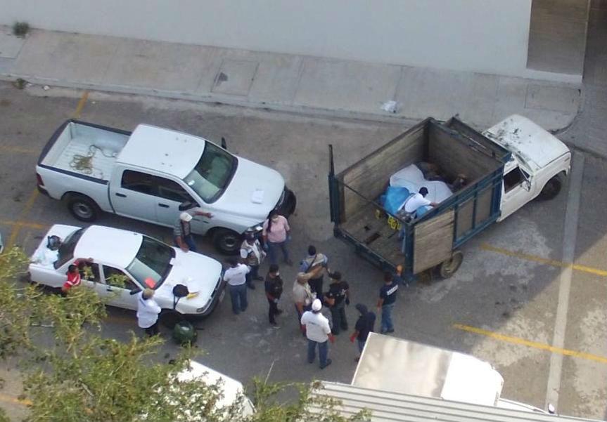 Hallan 9 cadáveres en camioneta abandonada en Guerrero, México