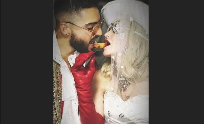 Yolanda Andrade y Sherlyn se dan beso en la boca